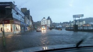 Flooding of the sea front in Oban (Source: Twitter/@mairiwatson1)